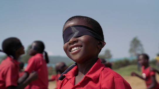 Children playing blindfolded during TeamUp in Oeganda War Child