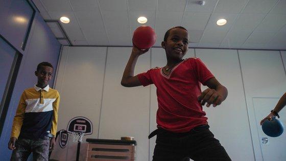 Activiteiten van TeamUp op school, zoals trefbal, dragen bij aan het psychosociale welzijn van kinderen die opgroeien in oorlog