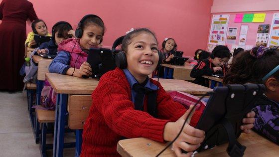 War Child Can't Wait to Learn in Jordan Jordanië kinderen onderwijs les tablets
